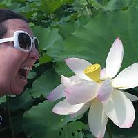 Click image for larger version.  Name:Sarah Bee Yelling at a Lotus.jpg Views:123 Size:72.6 KB ID:20198