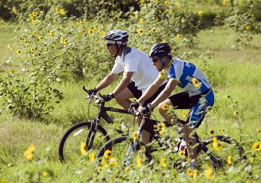 Name:  President_George_Bush_and_2005_Tour_de_France_winner_Lance_Armstrong_take_a_ride_together.jpg Views: 120 Size:  68.6 KB